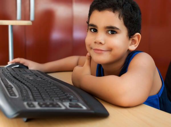 Blog-Imagen-consejos-para-apoyar-regreso-clase-hijos-invertir-computadora-escritorio-utiles-Credifiel-Ago20-V1