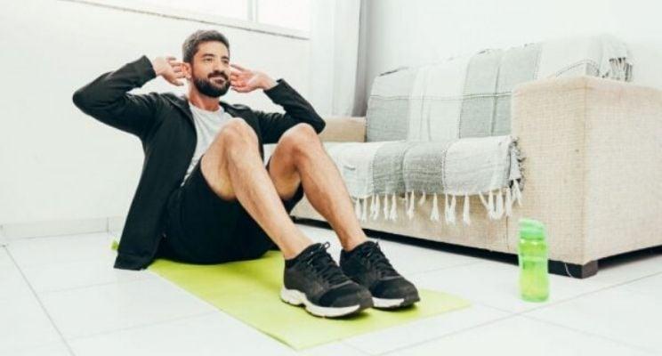 Blog-Imagen-como-cuidar-tu-salud-y-la-de-tu-familia-en-nueva-normalidad-ejercicio-casa-Credifiel-Jun20