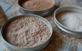 Blog-Imagen-Emprender-desde-casa-micronegocios-venta-productos-higiene-personal-maquillaje-casero-Credifiel-May20