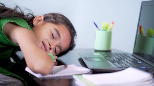 Blog-Imagen-5-problemas-mas-comunes-a-los-que-se-enfrenta-el-docente-clases-aburridas-Oct20